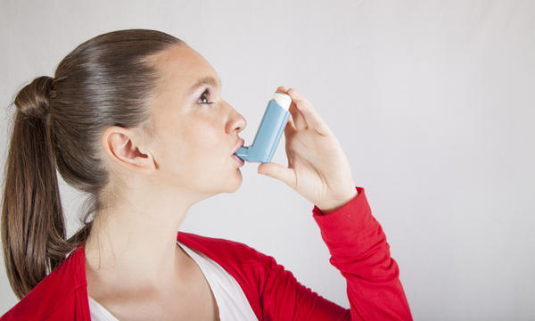 Is it okay to take Benadryl (diphenhydramine) to help asthma symptoms?
