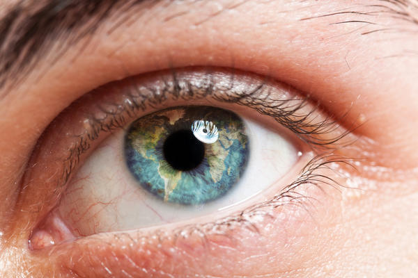 Could an irritant in the eye cause one pupil to be larger than other?