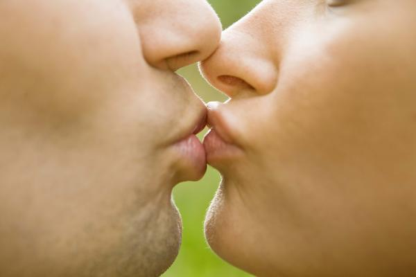 Is a mucocele contagious through kissing?