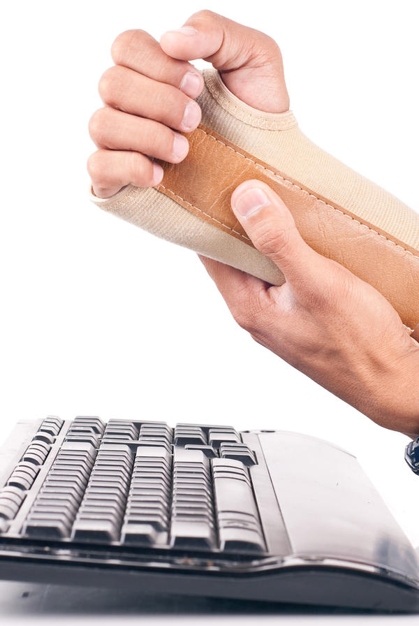 Wrist pain -- arthritis more common or carpal tunnel more common in the average 35y male?