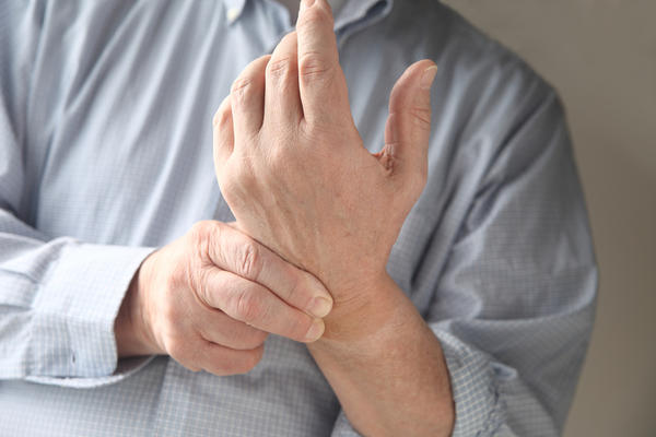 What are some causes of wrist pain?
