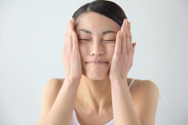 Facial yoga. A lot of people recommend doing facial exercise  or face yoga to prevent wrinckles and have a youthful face. But dose it actually work?