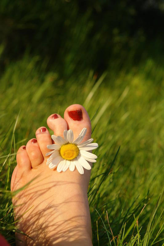 Does walking barefoot in tile floors make you more likely to get bunions or crooked toes?