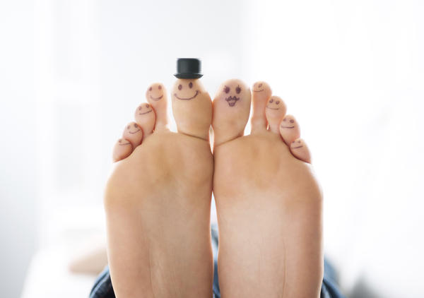 Can Raynaud's affect the entire foot or does it usually just affect the toes?