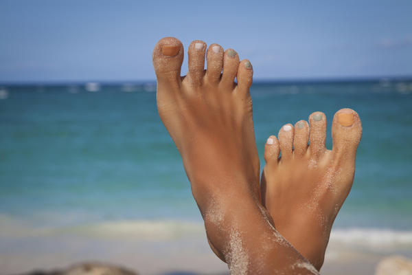 Could plantar warts cause burning in the feet? Even in the other foot without physical warts?