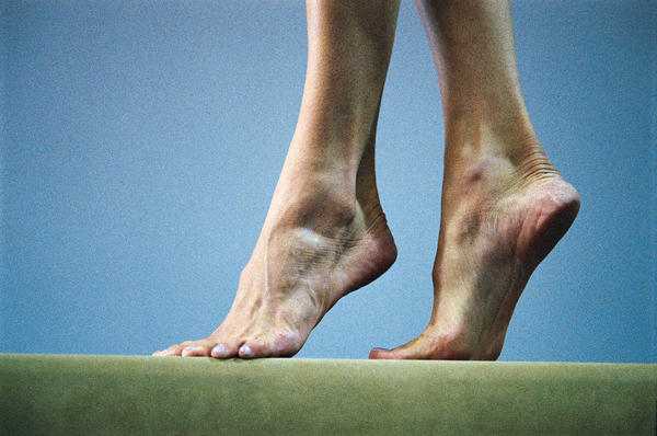 Can flat feet cause frequent sprains?