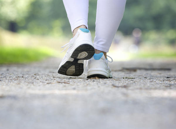 Can altered gait due to injury of ankle and knee cause pain and swelling in the hamstring?