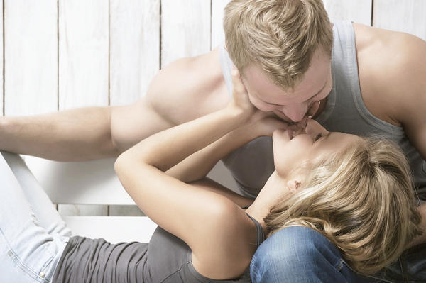 What are the most common symptoms of genital herpes?