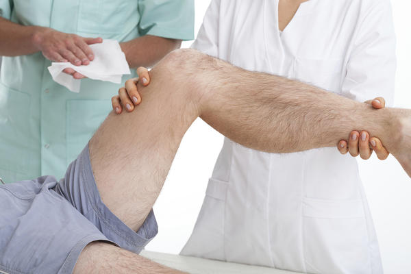 How do you know if you need to see the doctor about your knee injury?