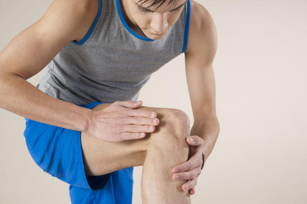 The tendon under my kneecap has been hurting lately the pain goes down to my shin, my knee get swollen and makes my whole leg ache. How to help?