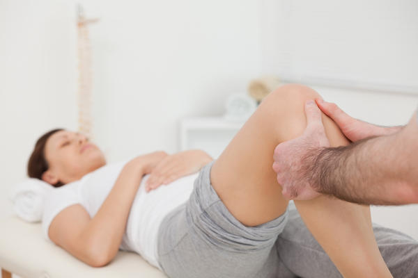 Is a twisted knee the same as a sprained knee?