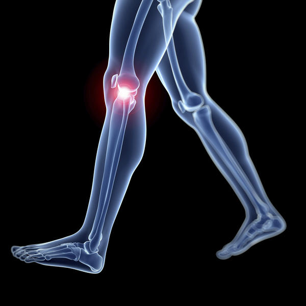 What are the symptoms of a torn knee ligament or meniscus?