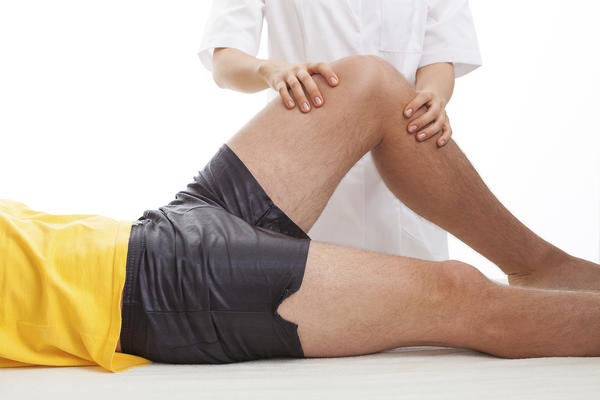 Is it possible for a muscle strain to cause knee pain?