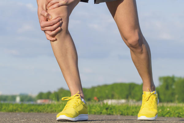 Could you tell me what are common leads to of knee pain in obese people?