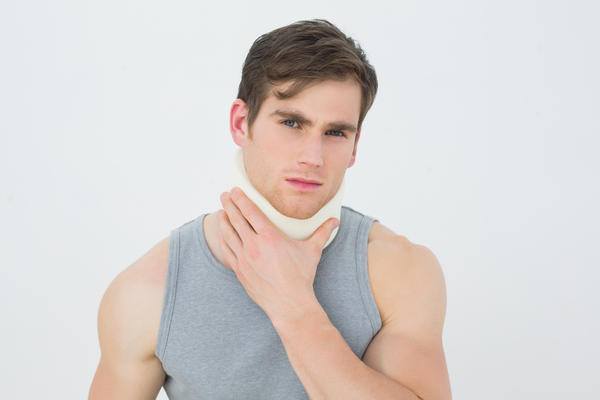 Hey I recently injured the right side of my neck and everytime I turn my head to left i can feel a vein pulling from head to shoulder should I worry?