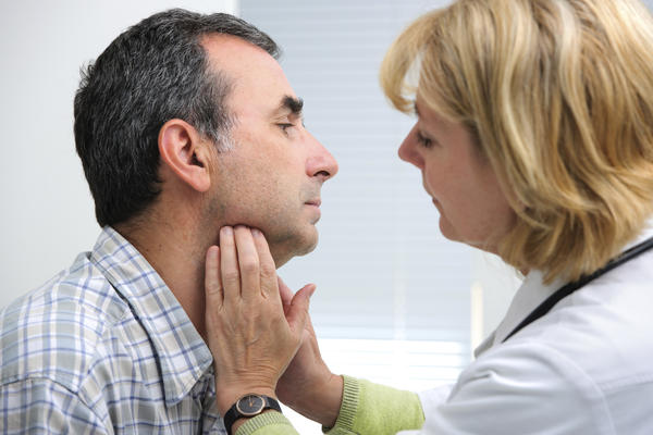How could i tell if pericoronitis has spread to the neck?