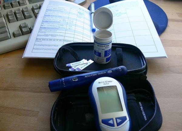Is there a needle-less glucose blood sugar monitor system?