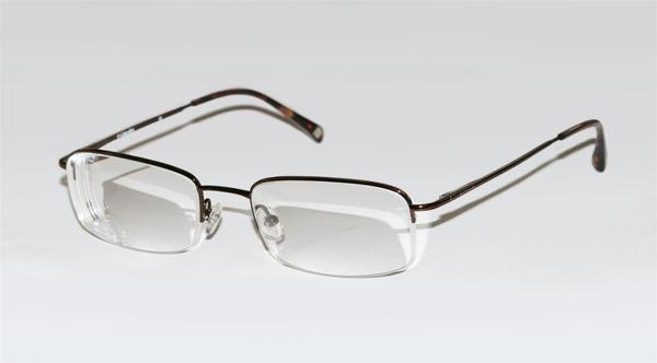 What type of eyeglasses does a nearsighted person wear?