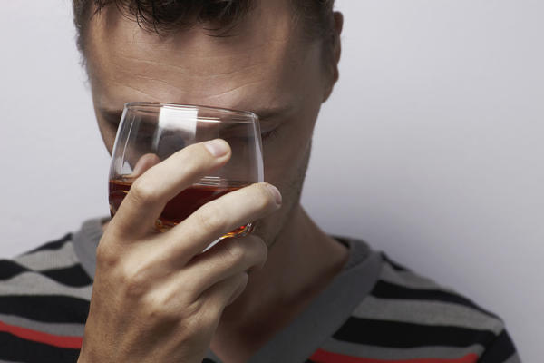 How does alcohol react with diabetes medication (ganuvia)?