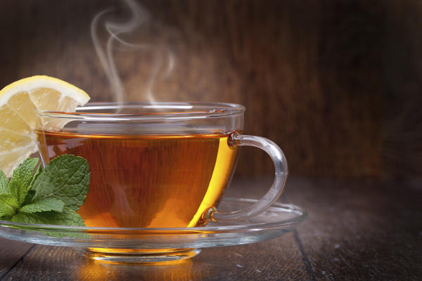 Can warm liquid drinks help a sore throat?