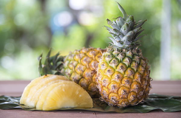 Is it true that pineapple juice can cause a miscarriage?