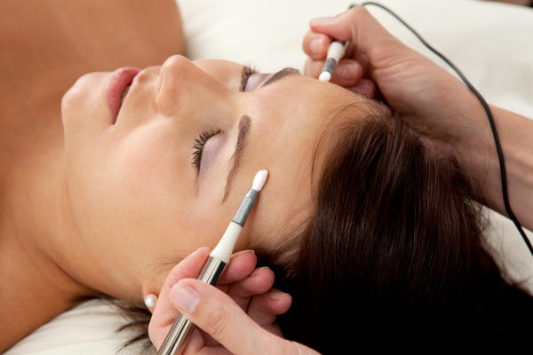 What type of topical anesthetic is best for electrolysis?