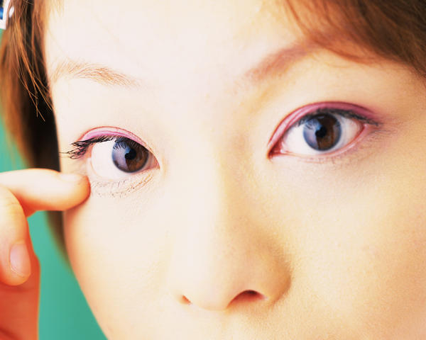 What are some home remedies to cure pink eye?