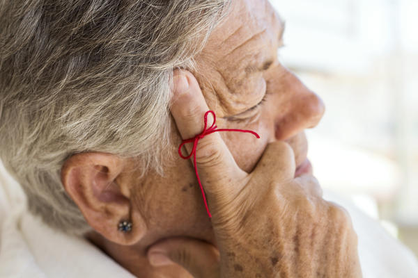 Can a head injury cause or hasten Alzheimer's disease or other types of dementia?