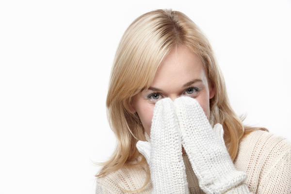 My nasal congestion wont go away, when i cough i spit green mucous, but i don't feel a cold at all. What is it? How can I get rid of congestion nasal?