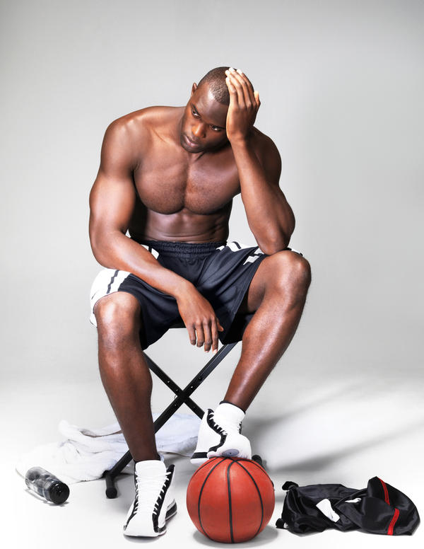 What type of knee brace would be best for a basketball player with osteoarthritis?