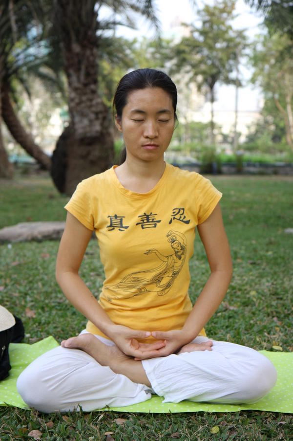 How can I do vipassana meditation?