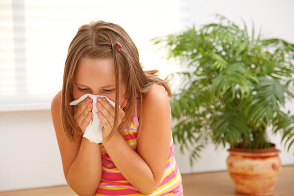 What is the difference between allergies and pink eye?
