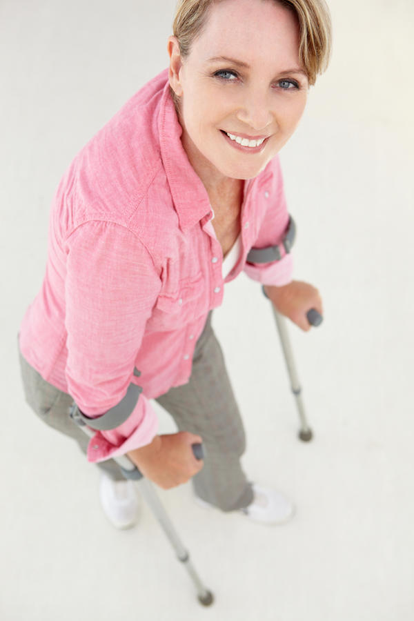 Can I walk with crutches after an ACL tear?