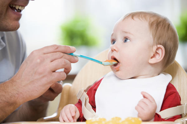 How can you tell if your baby is allergic to rice or oatmeal cereal?