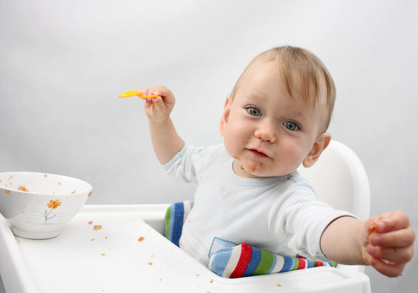 What quantities of solid food should I feed my 8 month old baby?
