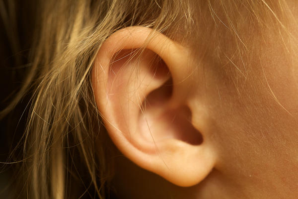 How can the Dr tell the difference between just fluid build up in an ear after a cold and an actual ear infection?