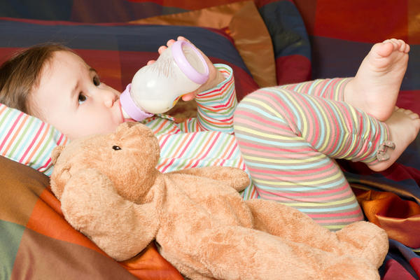 Is it a good idea to mix breast milk and formula?