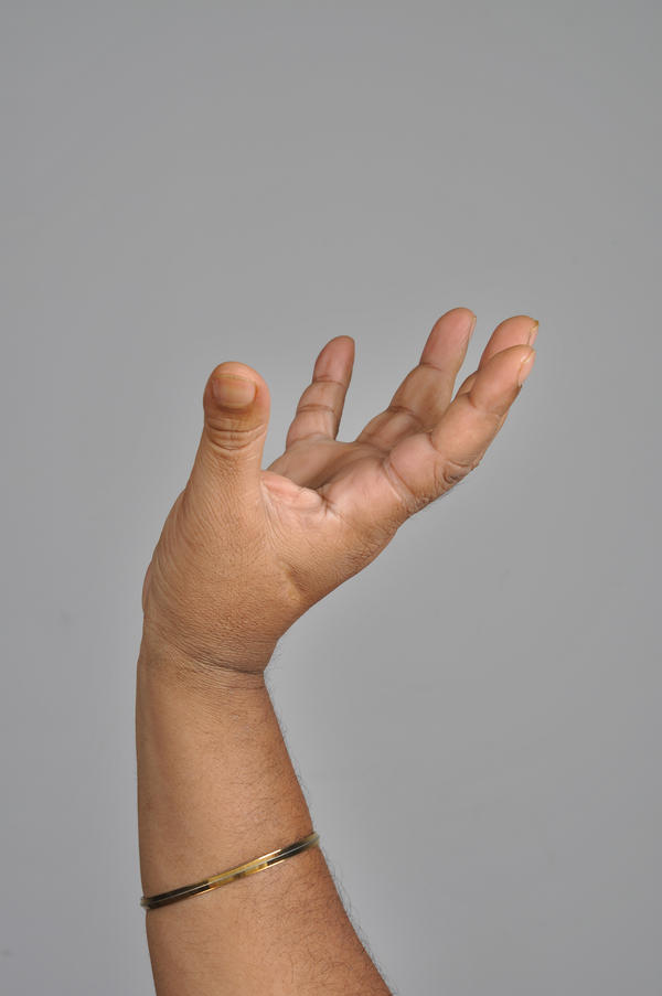 What are early signs for pains in my hands and stiffness?