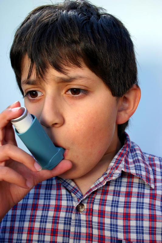 How does asthma spread?