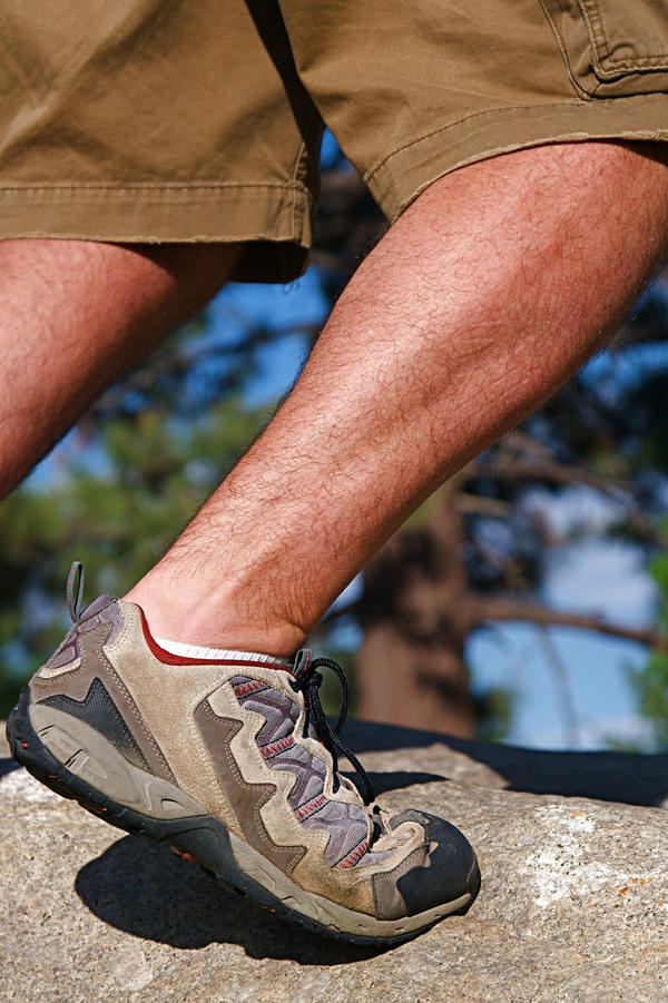 Is it possible to rupture an Achilles tendon, but only feel pain in the upper calf?