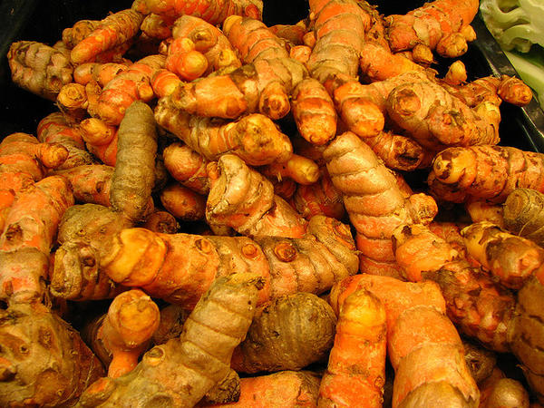 How is tumeric used to get rid of facial hair?
