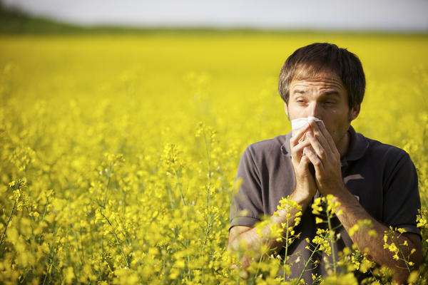 Could throat tightness be from seasonal allergies?