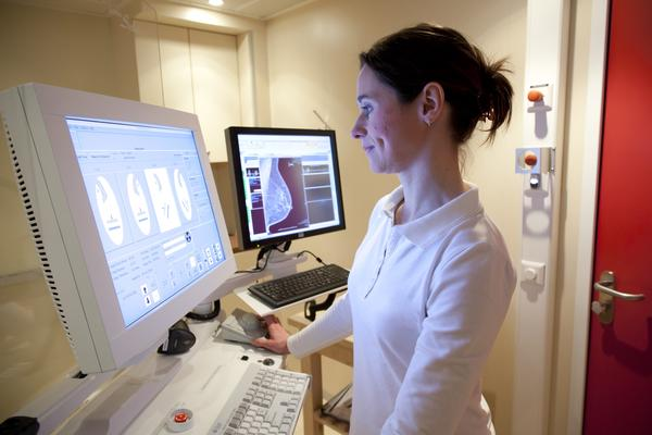 How is a mammogram done digitally?