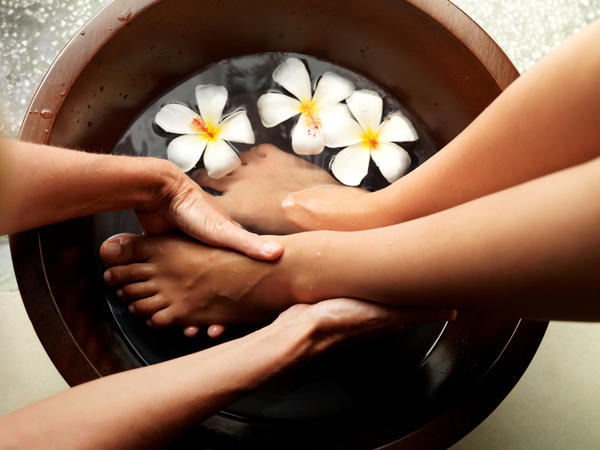 I received treatment, cryotherapy, to my plantar warts. One of my three warts became a blister and it's really painful! Can I soak my feet in epsom salt to alleviate the pain and reduce the swelling?
