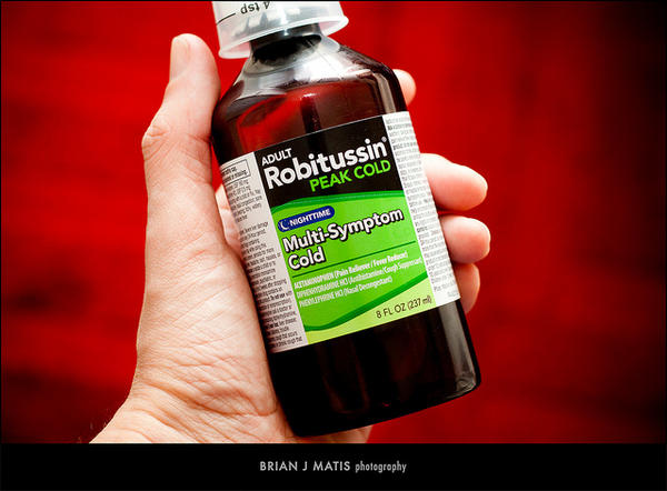 Does Robitussin DM (guaifenesin and dextromethorphan) contain antihistamine?