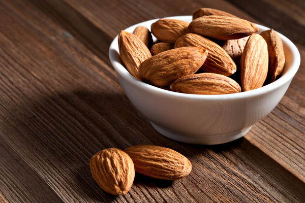 Any reports of food allergies to almond milk?