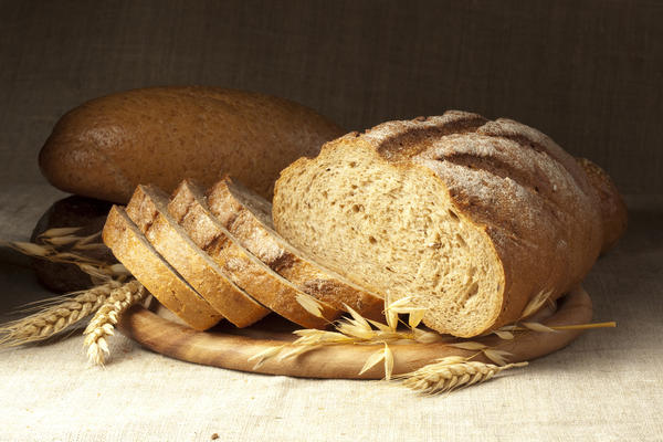 Why does white bread have a higher GI (glycemic index) than whole grain bread?