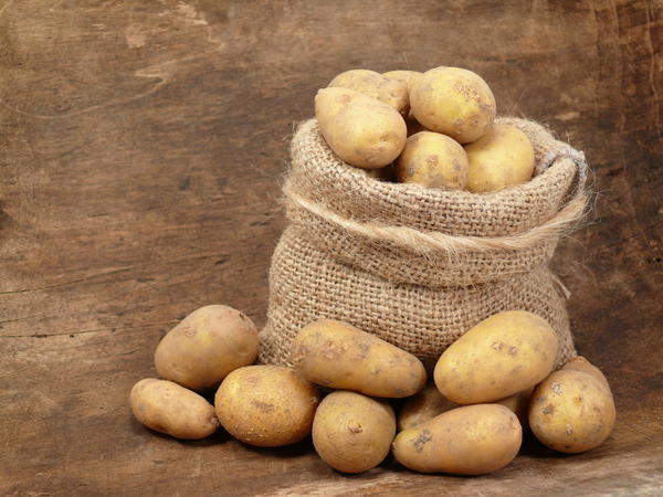 Can you use a potato to draw out an infection from your finger?