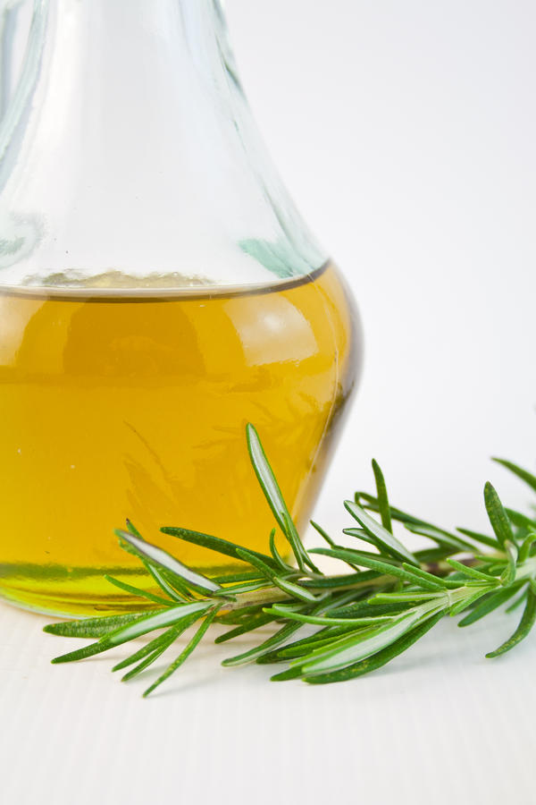 Which is healthier for baking: olive oil or vegetable oil?