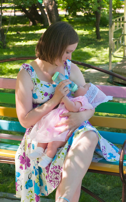 What foods to avoid when breastfeeding a baby girl?